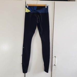 Lululemon sz 4 Reversible Wunder Under